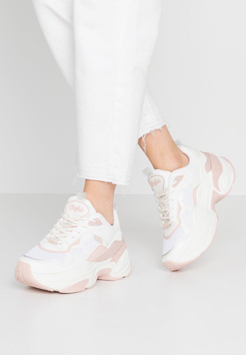 Buffalo - CREVIS - Sneaker low - cream/pastel rose