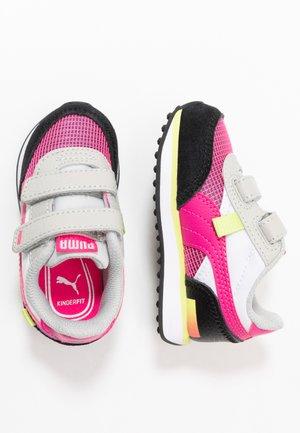 SEGA FUTURE RIDER V - Trainers - glowing pink/black