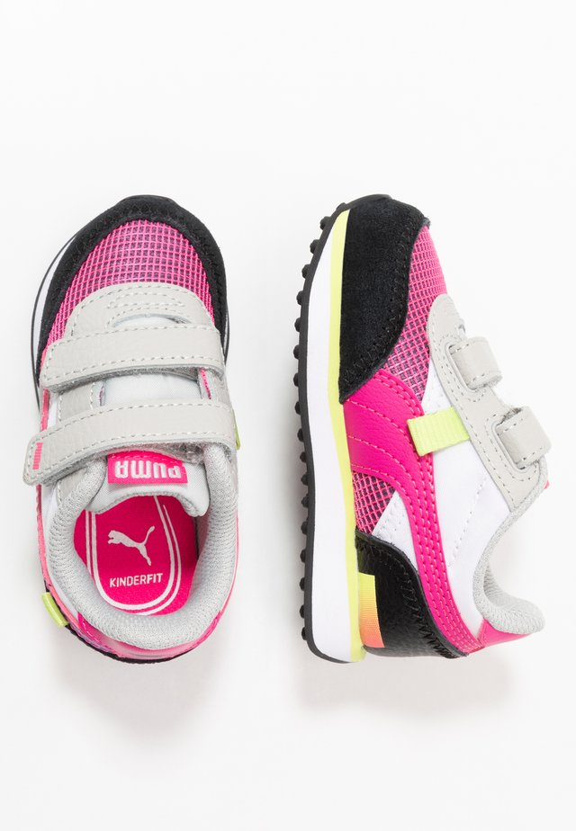 SEGA FUTURE RIDER V - Zapatillas - glowing pink/black