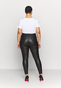 Simply Be - HIGH WAIST COATED SKINNY - Pantalón de cuero - black - 2