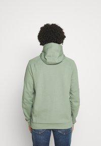 Nike Sportswear - Zip-up hoodie - spiral sage/ice silver/white - 2