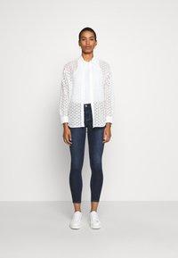 Abercrombie & Fitch - DARK CLEAN - Jeans Skinny Fit - indigo - 1