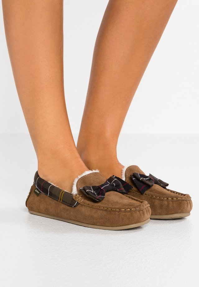 SADIE MOCASSIN - Chaussons - camel