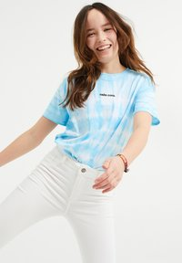 WE Fashion - Triko spotiskem - light blue - 1