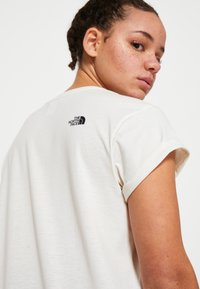 The North Face - W TISSAACK TEE  - Print T-shirt - vintage white - 7