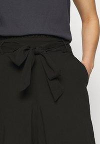Vero Moda - VMSIMPLY EASY - Shorts - black - 3