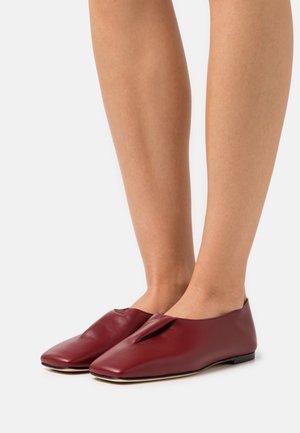 Loaferit/pistokkaat - burgundy