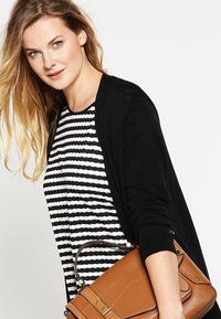 Zalando Essentials Curvy - Cardigan - black - 3