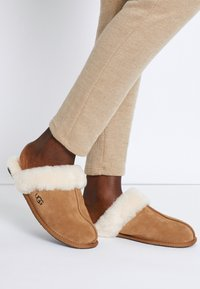 UGG - SCUFFETTE  - Pantoffels - chestnut - 0