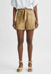 Selected Femme - TENCEL LYOCELL - Shorts - beige - 0