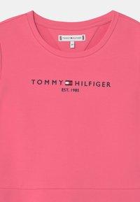 Tommy Hilfiger - ESSENTIAL SKATER  - Denní šaty - exotic pink - 2
