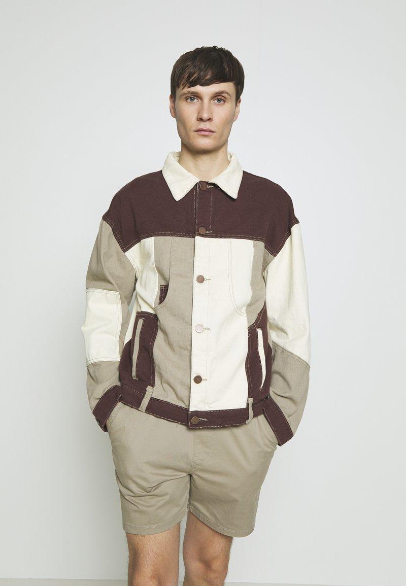 Jaded London - PATCHWORK DETAIL JACKET - Džínová bunda - brown