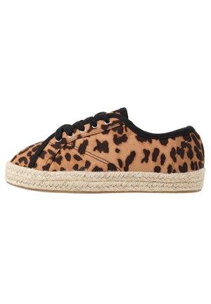 LACE UP - Volnočasové šněrovací boty - brown
