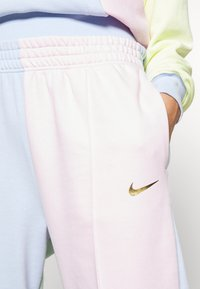 Nike Sportswear - PANT  - Teplákové kalhoty - hydrogen blue/pink foam - 5