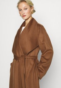 IVY & OAK - BATHROBE COAT - Zimní kabát - brown - 4