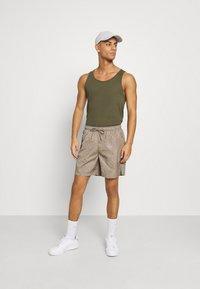 Glorious Gangsta - BANTU  - Shorts - sand - 1