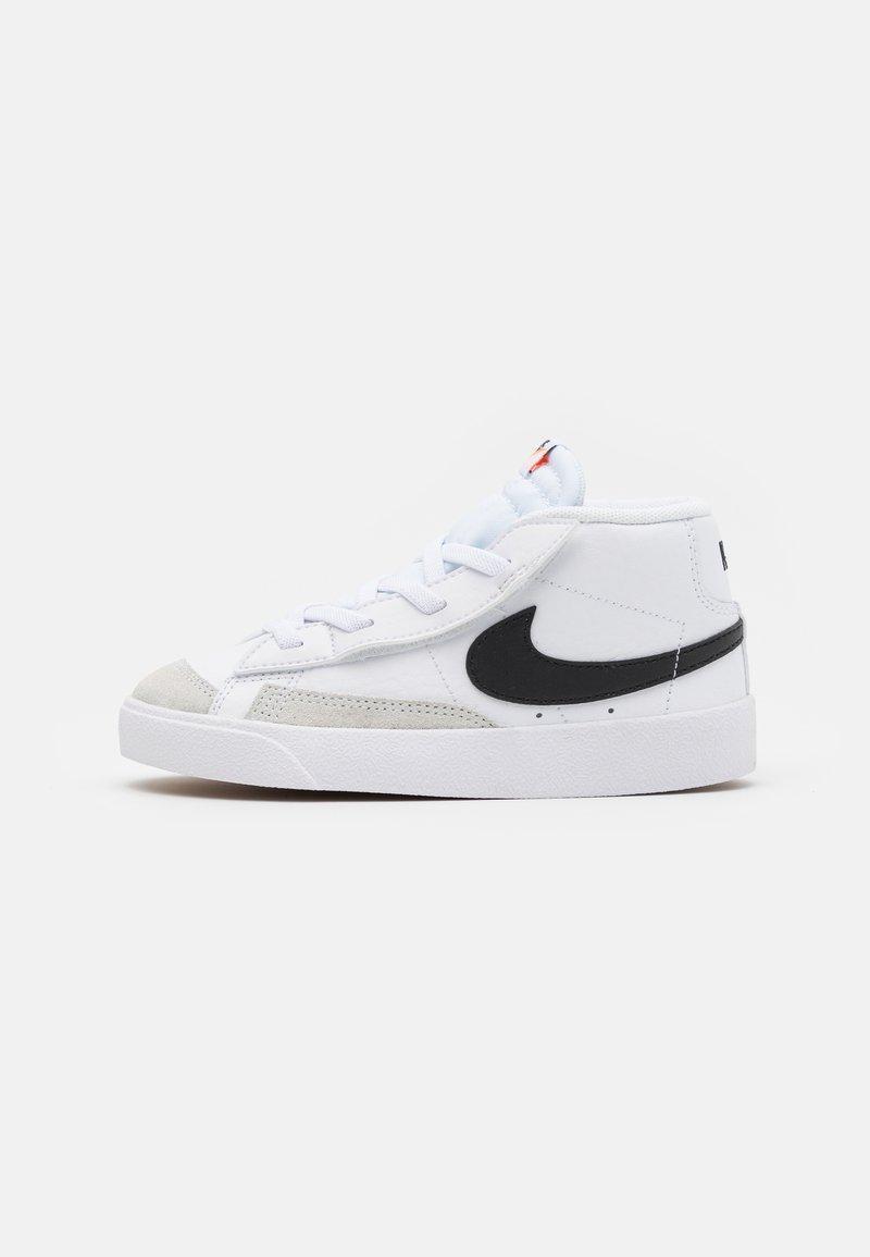 Nike Sportswear - BLAZER MID '77 UNISEX - Zapatillas altas - white/black/total orange
