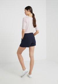 Filippa K - KELLY - Shorts - navy - 2