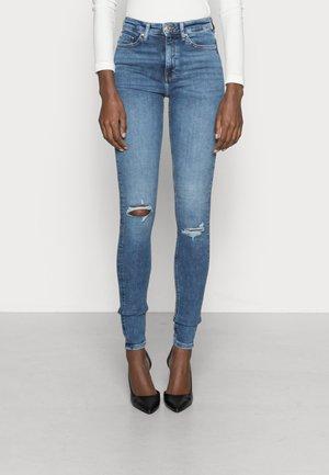 ONLPAOLA LIFE - Jeans Skinny Fit - light medium blue denim