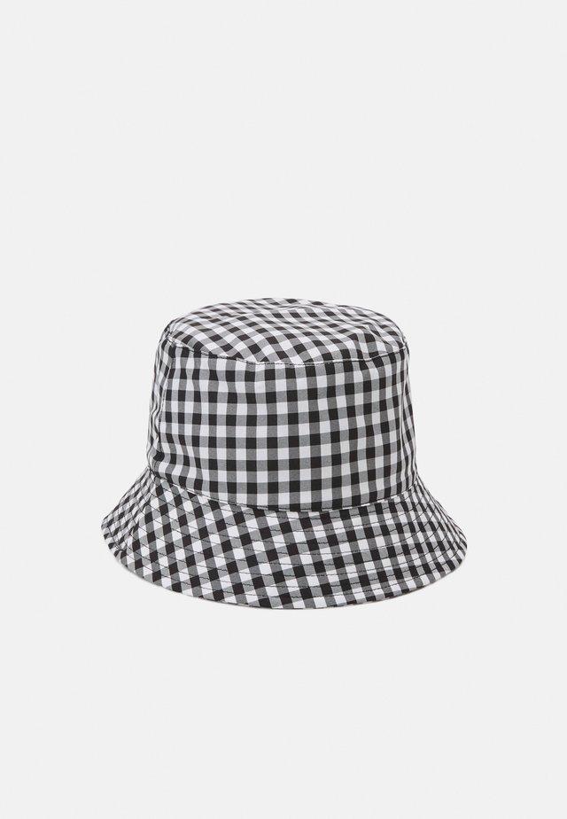 PCLAYA BUCKET HAT - Klobouk - bright white/black