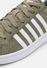 K-SWISS - COURT TIEBREAK - Trainers - deep lichen green/white - 5