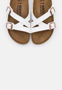 Birkenstock - YAO - Pantuflas - white - 5