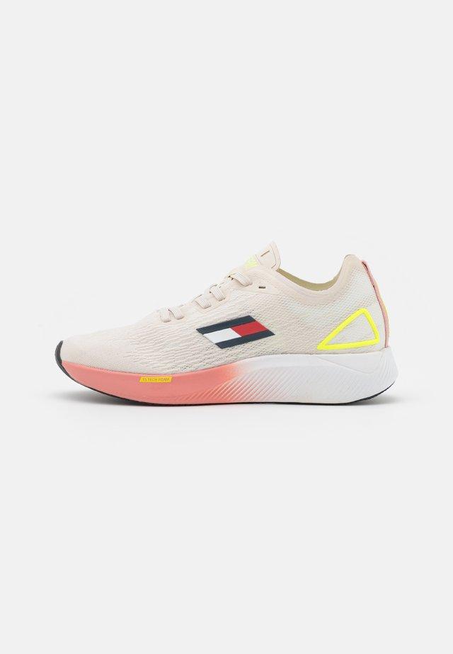 ELITE 3 - Chaussures de running neutres - white dove
