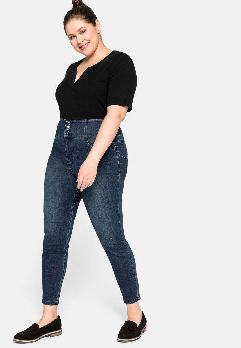 Sheego Jeans Slim Fit - dark blue denim/dark-blue denim Qozus0