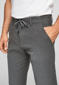 Q/S designed by - SLIM FIT - Trousers - anthracite - 4