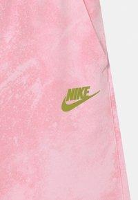 Nike Sportswear - MAGIC CLUB  - Shorts - pink foam - 3