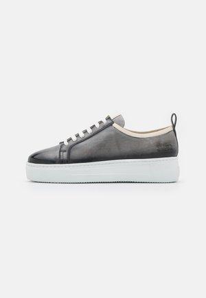 AMBER 6 - Sneakers laag - grey