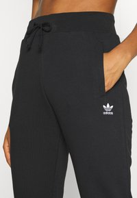 adidas Originals - TRACK PANT - Pantalon de survêtement - black - 4