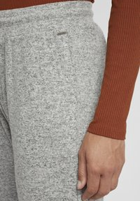 Oxmo - BENITA - Tracksuit bottoms - light grey melange - 3