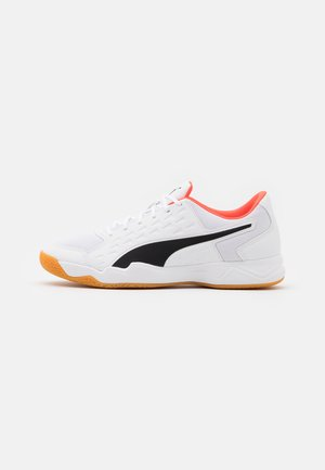 AURIZ - Handball shoes - white/red blast