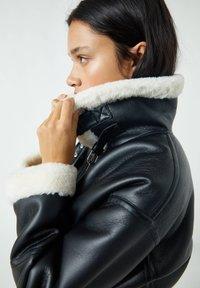 PULL&BEAR - Faux leather jacket - mottled black - 4