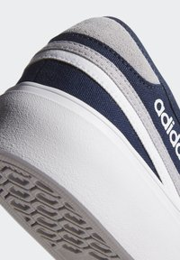adidas Originals - DELPALA SHOES - Zapatillas skate - blue - 6