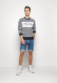 Tommy Hilfiger - COOL SIGNATURE - Sweatshirt - dark blue/white - 1