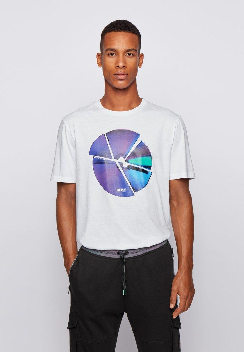BOSS - TIRIS - Print T-shirt - natural