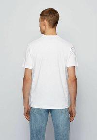 BOSS - TNOAH 1 - Print T-shirt - natural - 3
