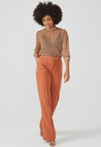 Aaiko - CHANTALLE TWILL VIS 345 - Trousers - toulouse brick - 4