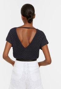 Uterqüe - MIT RELIEFMUSTER  - Basic T-shirt - dark blue - 2