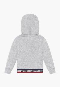 Levi's® - SPORTSWEAR FULL ZIP HOODIE - Mikina na zip - light gray heather - 1