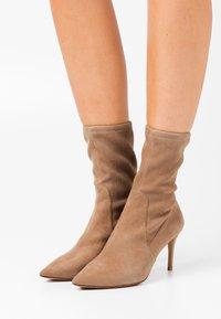 Pura Lopez - Classic ankle boots - montone - 0