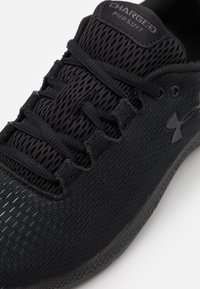 Under Armour - CHARGED PURSUIT 2 - Neutral running shoes - black - 5