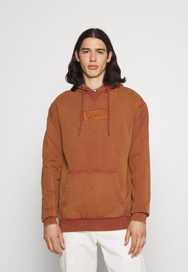 SMALL SIGNATURE BOX WASHED HOODIE UNISEX - Sweatshirt - dark orange