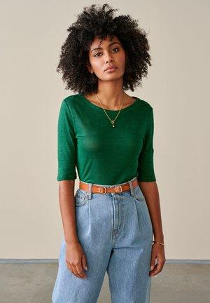 Basic T-shirt - smaragdgrün