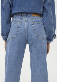 PULL&BEAR - SLOUCHY - Jeans straight leg - blue - 4