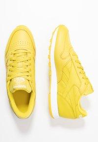 Reebok Classic - CLASSIC - Sneakersy niskie - utility yellow/white - 3