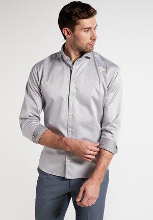 MODERN FIT - Formal shirt - silver gray