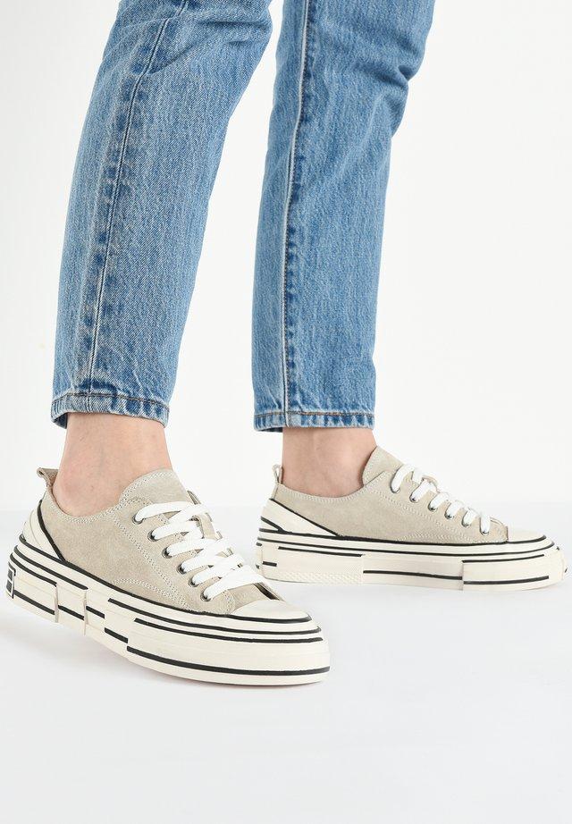 Sneakers laag - sd beige cbe
